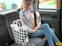 Водила тащится от секса с большегрудой пассажиркой