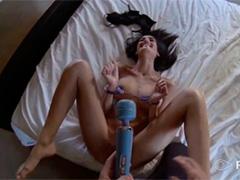 Она обожает горячий секс в наручниках