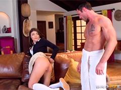 Она отдает свою попку на горячее растерзание