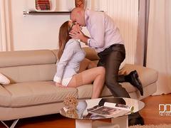Босс трахает секретаршу в анал