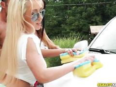 Девчонки помыли не только тачки!