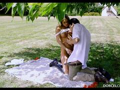 Секс в парке с красивой незнакомкой на первом свидании
