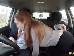 Рыжая скромняшка сдает экзамен по вождению