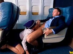 Озабоченная стюардесса взволновала весь салон самолета